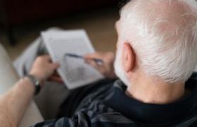 Lezen, schrijven en spelletjes spelen vertragen Alzheimer met 5 jaar
