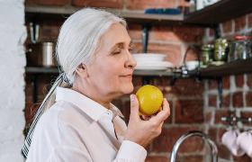 Bij ouderen kan een slecht reukvermogen wijzen op een hoger risico op pneumonie