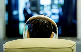 Anti-stress muziek verlaagt angst bij oogoperatie