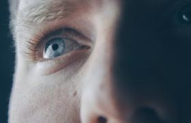 Volwassenen met autisme in staat complexe emoties te 'lezen'