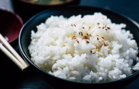Meer rijst eten beschermt mogelijk tegen obesitas